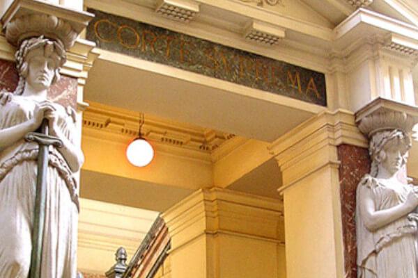 Corte Suprema revoca fallo de la Corte de Apelaciones de Valparaíso y ordena a dar tramitación a solicitud de visa sujeta a contrato immichile